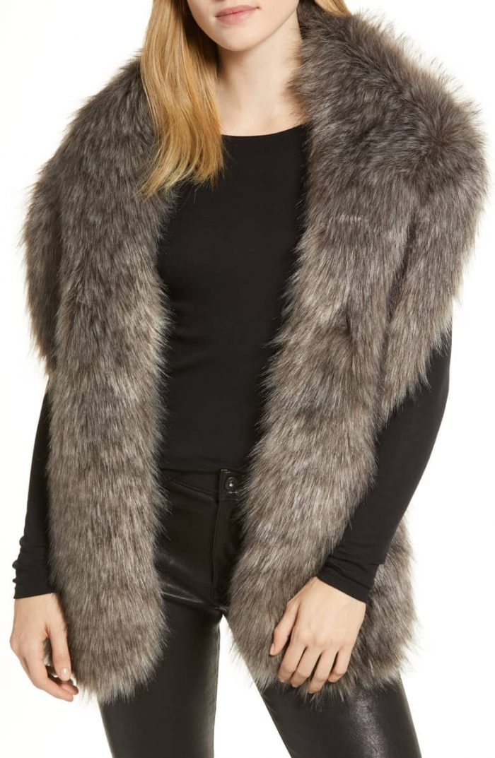 Faux fur stole for you winter outfit | 40plusstyle.com