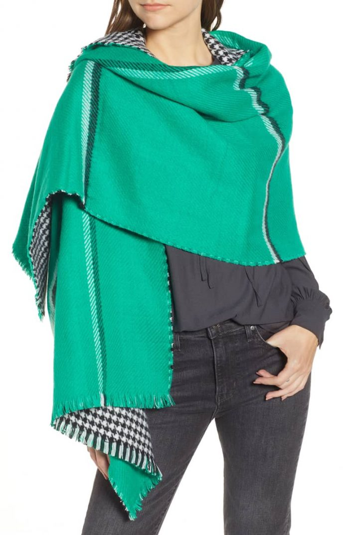 Green scarf for women | 40plusstyle.com