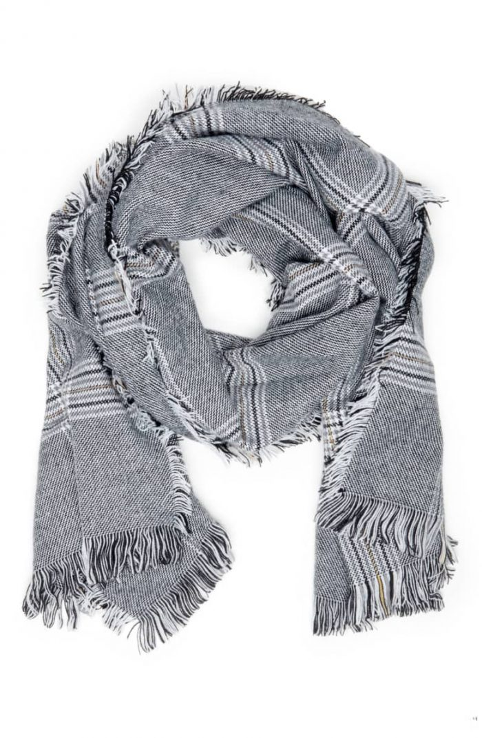 Timeless print houndstooth scarf | 40plusstyle.com