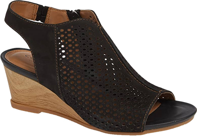 Black Sandals for women over 40 | 40plusstyle.com
