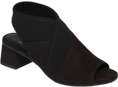 black sandals | 40plusstyle.com