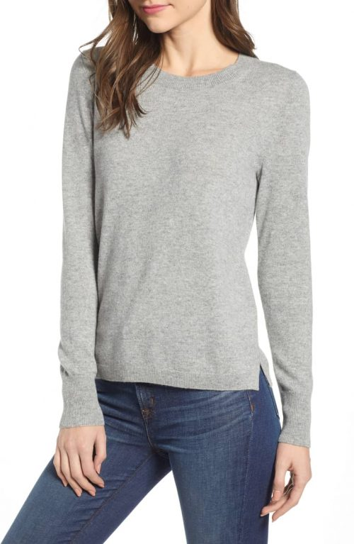 Capsule wardrobe pieces for women over 40 | 40plusstyle.com