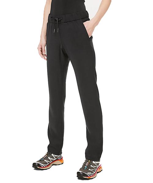 comfortable travel pants for women | 40plusstyle.com