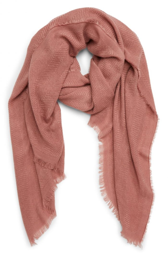 Travel scarf for women over 40 | 40plusstyle.com