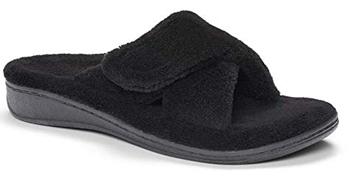 Vionic relax slipper | 40plusstyle.com