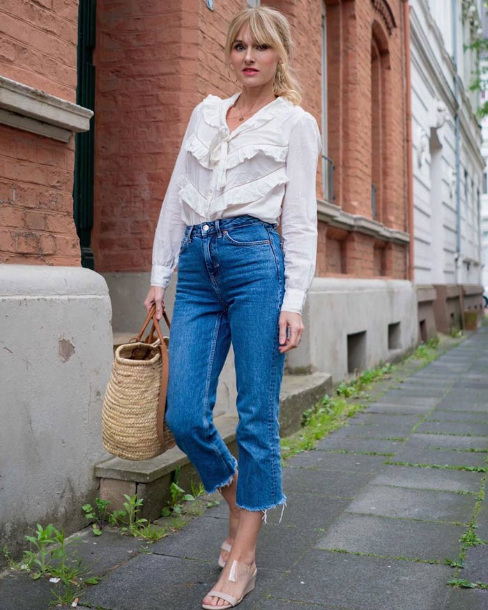 2c1c92b109e tucking your blouse into cropped pants   40plusstyle.com