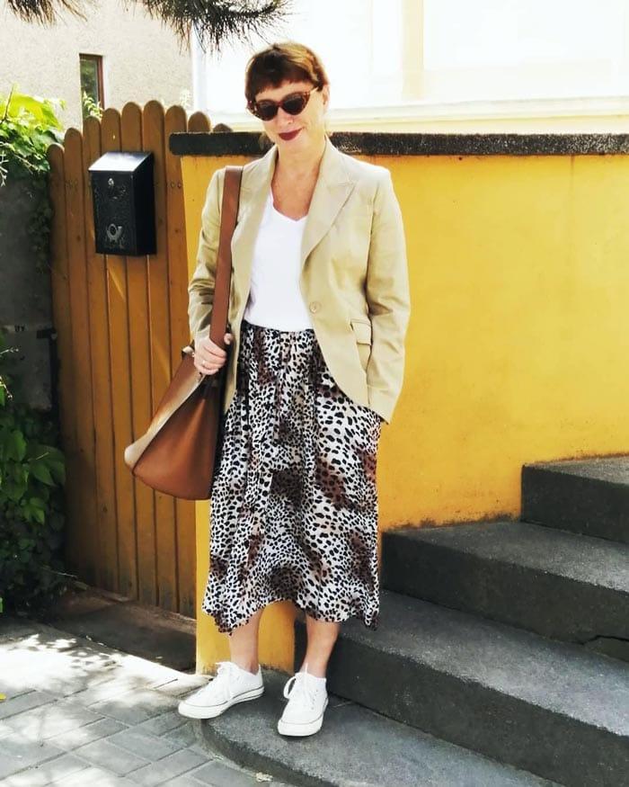 best skirts for women for the apple body shape | 40plusstyle.com