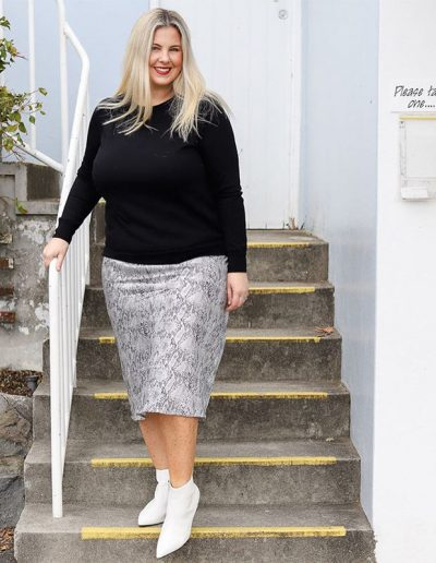 How to wear a skirt in a casual chic way | 40plusstyle.com