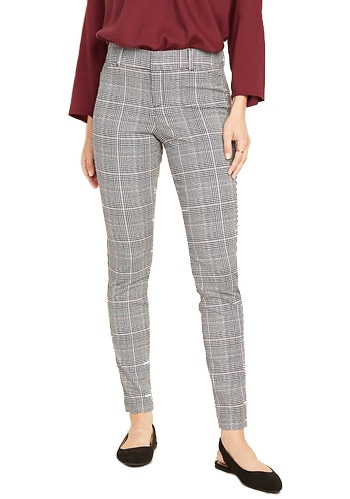 tall womens clothing - Old Navy mid-rise pants | 40plusstyle.com