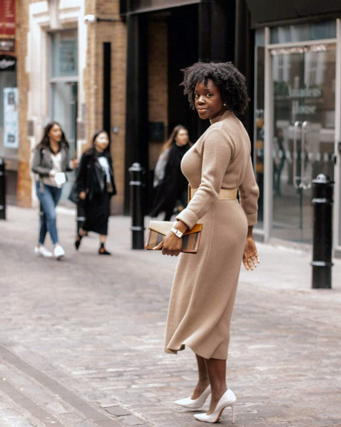 Fifties-style dresses are made to flatter the hourglass figure | 40plusstyle.com