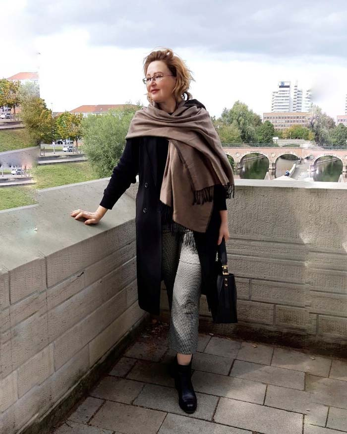 How to dress the pear shaped body in winter and fall   40plusstyle.com