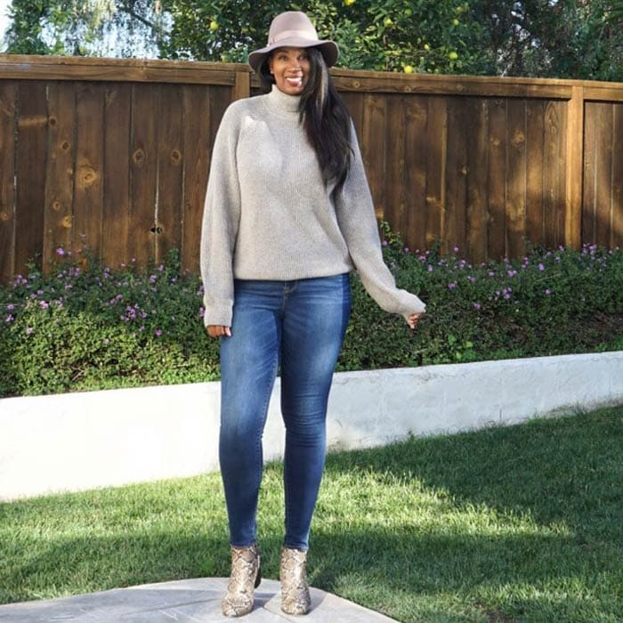 wearing a cashmere jumper with jeans | 40plusstyle.com