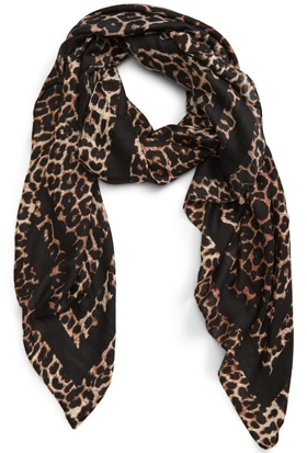 Christmas gift ideas for women: BP. leopard print scarf | 40plusstyle.com