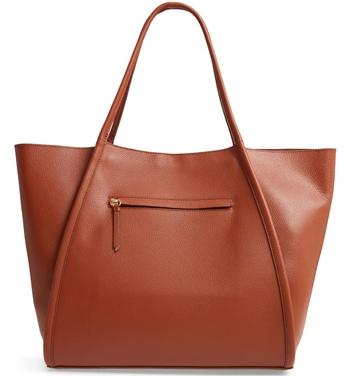 Christmas gift ideas for women: Nordstrom oversize leather tote | 40plusstyle.com