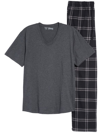 Christmas gift ideas for men: Nordstrom Mens Shop pajamas | 40plusstyle.com