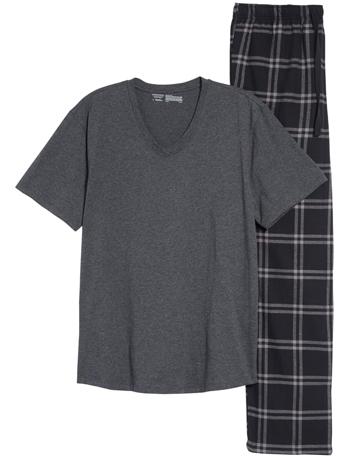 Christmas gift ideas for men: Nordstrom Mens Shop pajamas | 40plusstyle.com