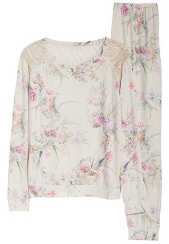 Flora Nikrooz floral pajamas | 40plusstyle.com