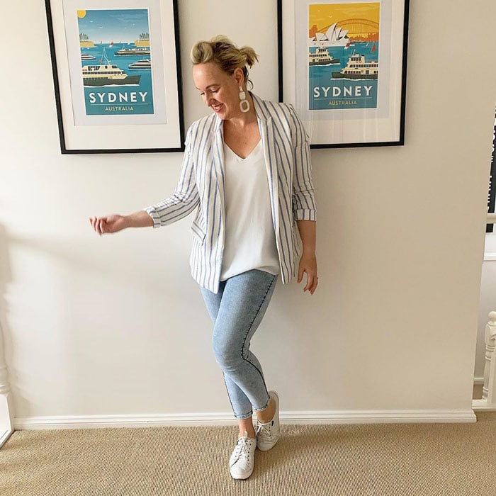 a linen blazer worn with skinny jeggings and sneakers | 40plusstyle.com