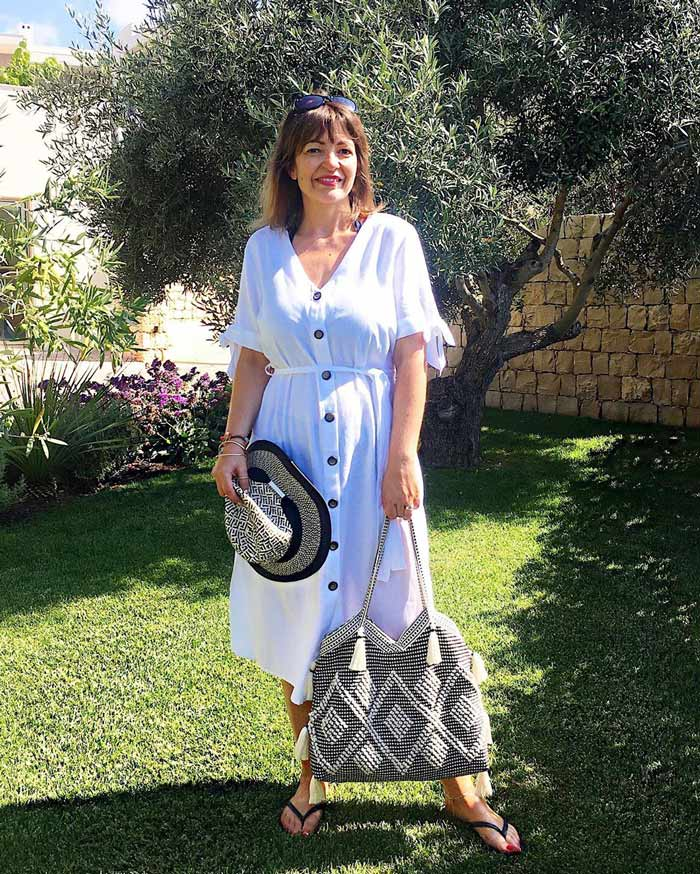 wear a shirtdress over your swimsuit | 40plusstyle.com