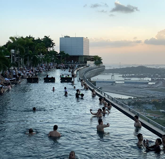 Infinity swimming pool at Marina Bay Sands Singapore | 40plusstyle.com
