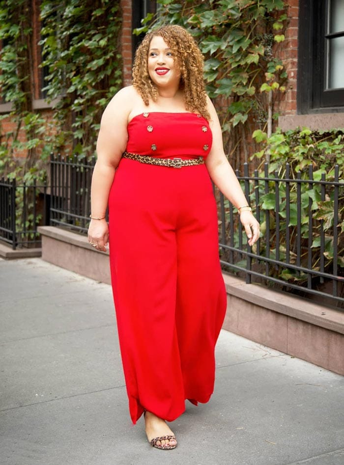 Red jumpsuits are perfect to wear on Valentine's day | 40plusstyle.com