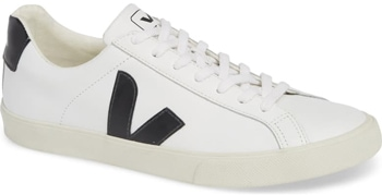Sustainable clothing brand: Veja | 40plusstyle.com
