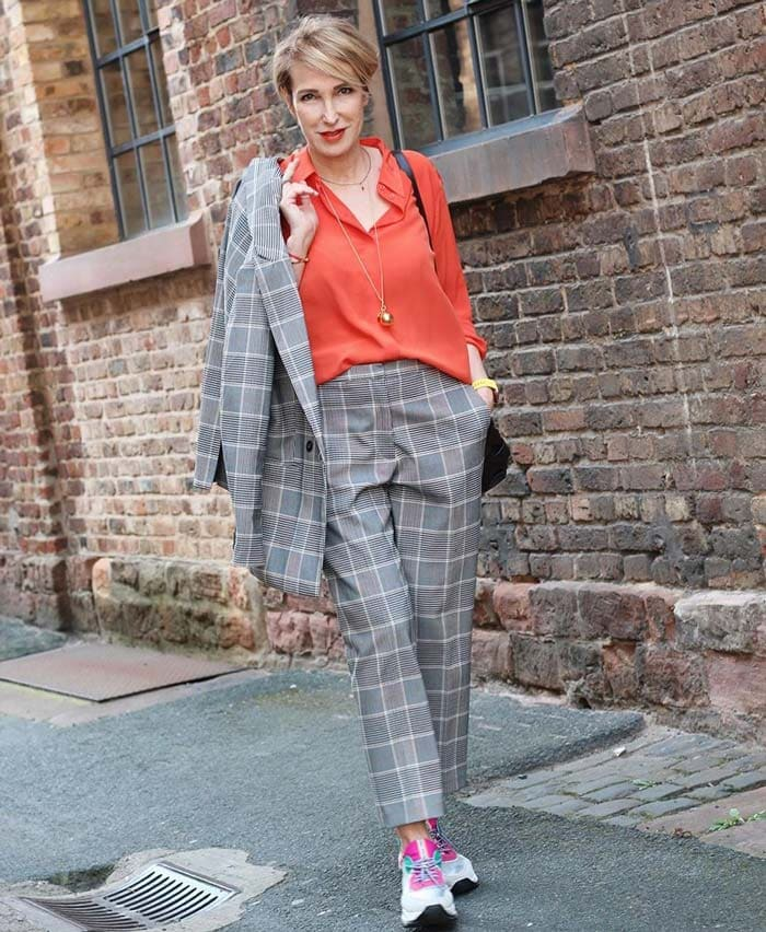 wearing orange with gray | 40plusstyle.com