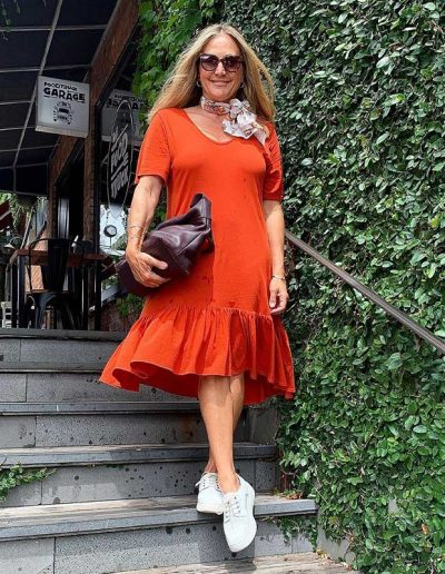 How to wear orange for women over 40 | 40plusstyle.com