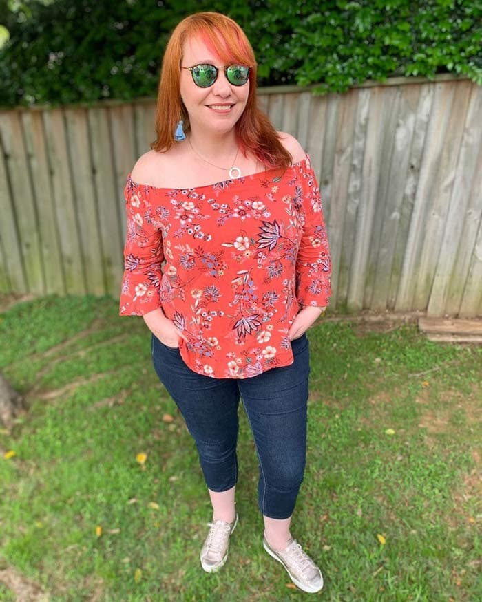 wear a patterned top to hide a belly | 40plusstyle.com
