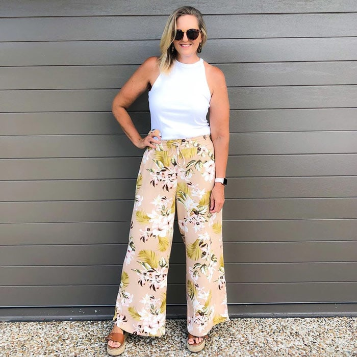 wear high-waisted pants to make your legs look longer | 40plusstyle.com