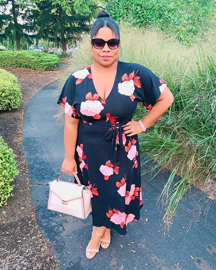 flattering wrap dress to hide a belly | 40plusstyle.com