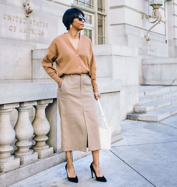 an all neutral outfit for the classic style personality | 40plusstyle.com