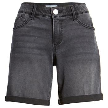 Black denim shorts | 40plusstyle.com