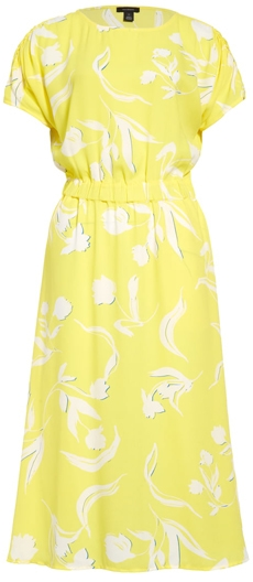 The perfect yellow dress for women over 40 | 40plusstyle.com