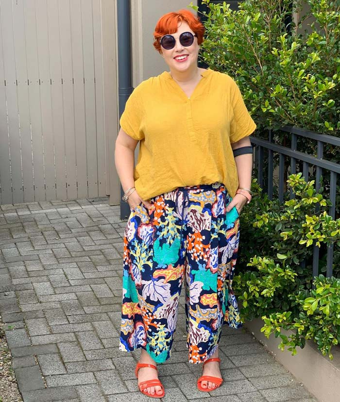 how to wear yellow top outfits | 40plusstyle.com