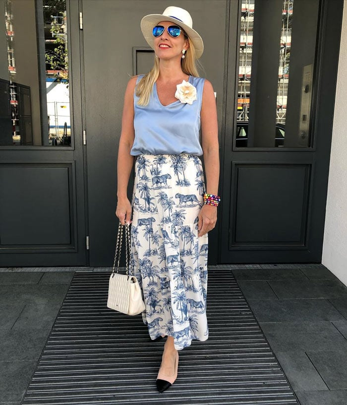 summer skirts for women - Animal print skirt outfit | 40plusstyle.com
