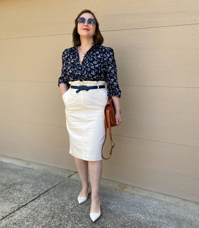 how to use a belt to look taller and slimmer   40plusstyle.com