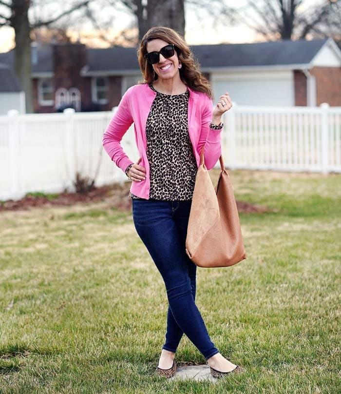 Carrie wears leopard print ballet flats | 40plusstyle.com