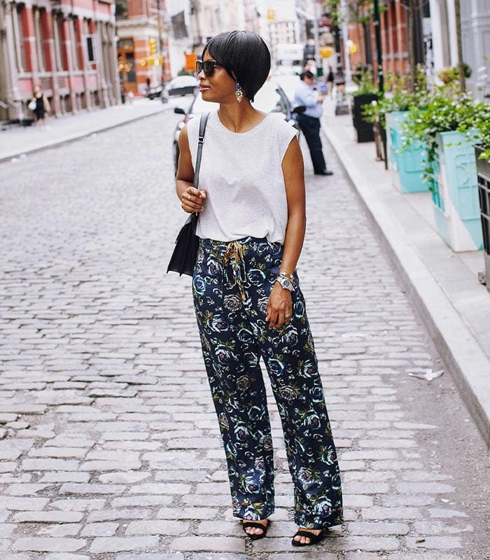 How to wear printed pants in a casual chic way