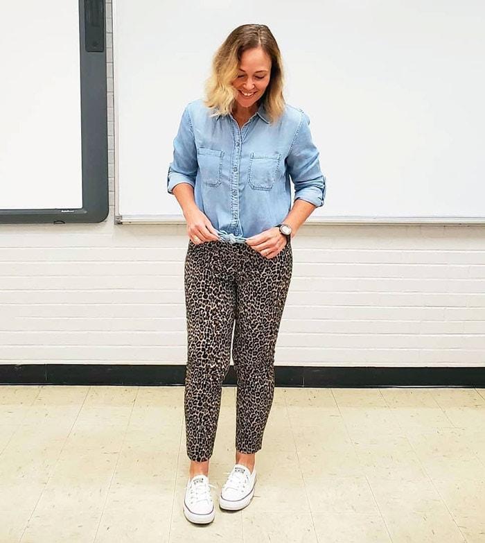 Jenny wears leopard print pants | 40plusstyle.com