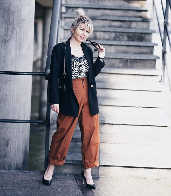 Martina combines glamorous and trendy styles   40plusstyle.com