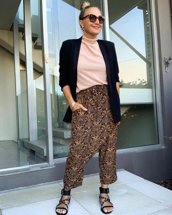 Melinda wears silk blend pants   40plusstyle.com