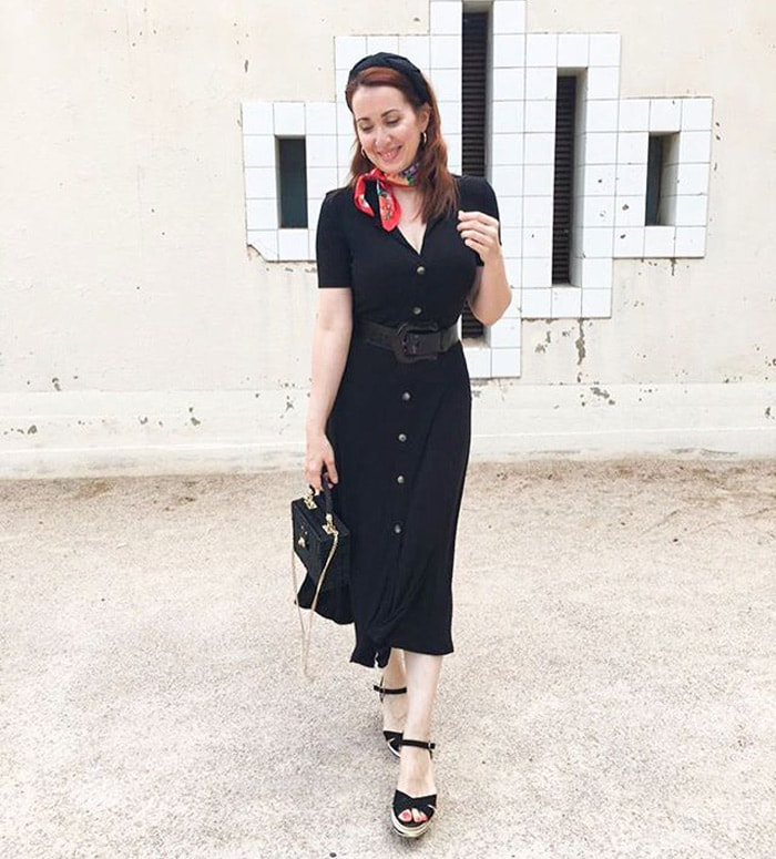 Patricia wearing a flattering outfit for the hourglass | 40plusstyle.com