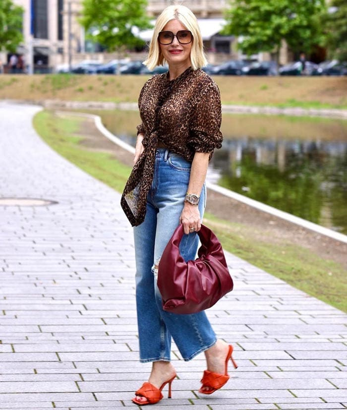 Petra combines trends in her outfit | 40plusstyle.com