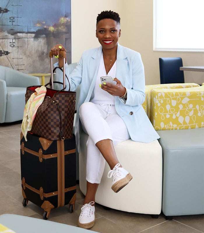 Stylish travel clothes for women that are chic AND comfortable