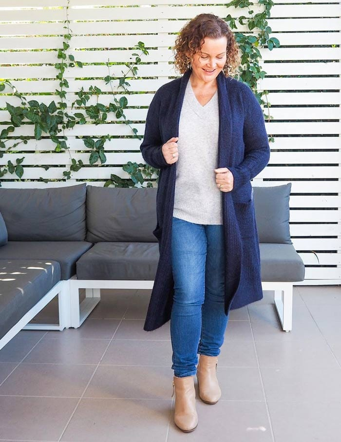Kirsten layers her knitwear over jeans for fall | 40plusstyle.com