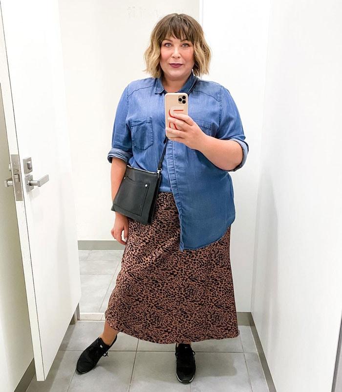Sara wears a denim shirt and leopard print skirt | 40plusstyle.com