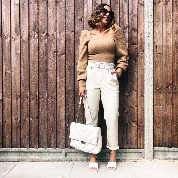 Casual party outfits - Elena wearing jeans and low heels | 40plusstyle.com