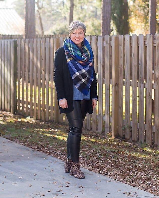 Winter essentials - Fonda wears a long cardigan   40plusstyle.com