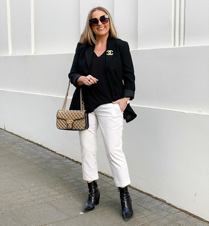 Casual party outfits - Jona wearing jeans and a blazer | 40plusstyle.com